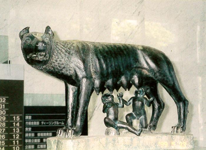 犬と人間の子供の模型