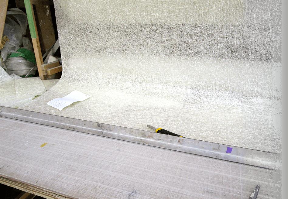 白い布とカッターナイフ